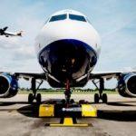 В аэропорту Хитроу работают новые электрические тягачи